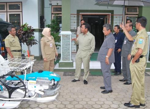 Ketua Komisi IV DPR RI beri bantuan Rice Transplanter