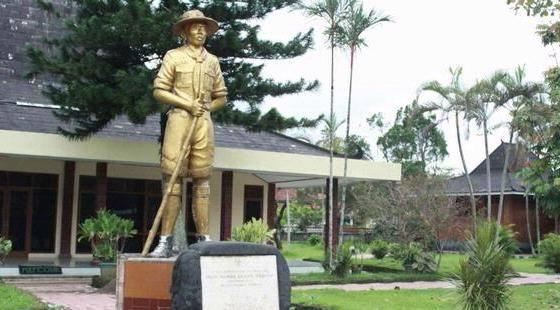 Monumen Tempat Lahir Jendral Soedirman
